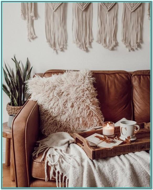Living Room White Fluffy Pillows