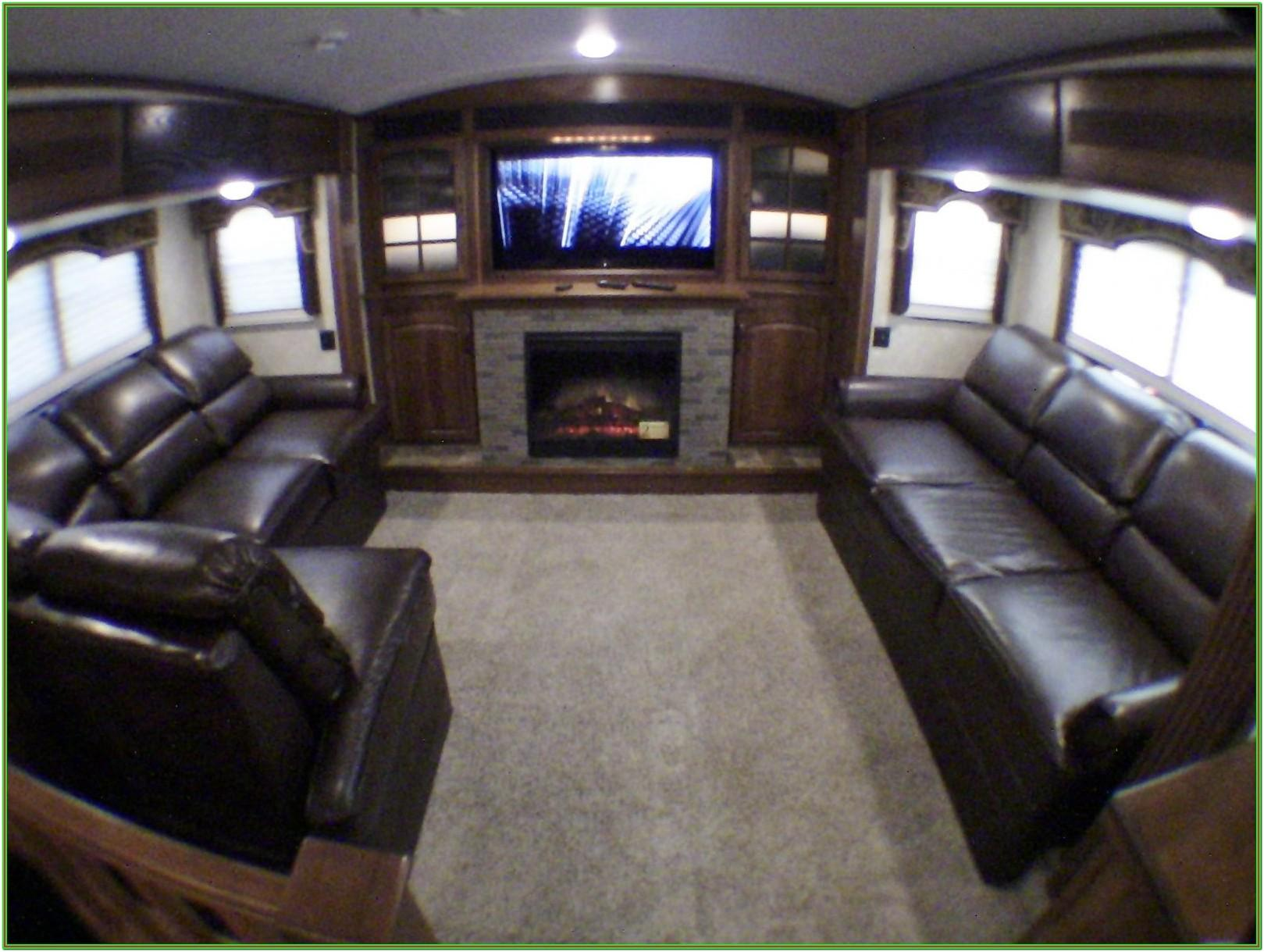 5th Wheel Toy Hauler With Front Living Room