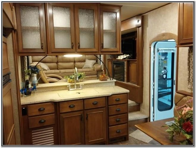 Fifth Wheel Rv With Front Living Room
