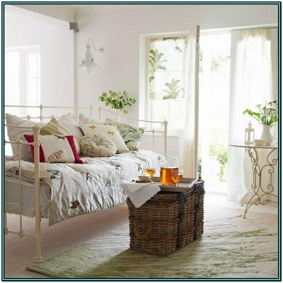 Daybed Decorating Ideas Living Room