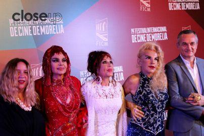 Las protagonistas del documental al lado del productor (Foto: Itzuri Sánchez)