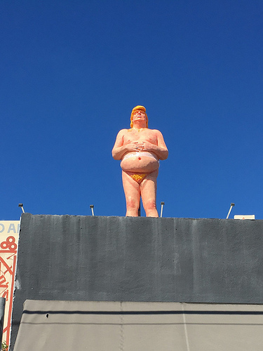 Trump naked statue photo