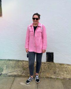 Olivia Jackson of clothesmyboyfriendhates blog in a pink &OtherStories overshirt shacket