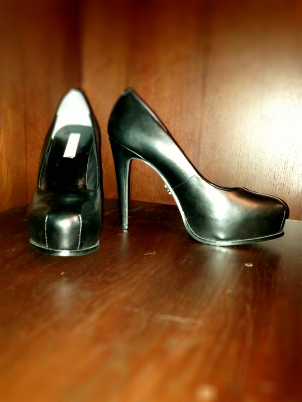 Simply Vera Wang black pump from Kohl's