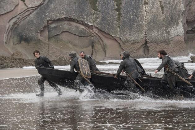 """Theon-Greyjoy-Alfie-Allen-%E2%80%93-Cr%C3%A9dito-Macall-B.-Polay_HBO1 HBO DIVULGA FOTOS INÉDITAS DO QUARTO EPISÓDIO DE  """"GAME OF THRONES"""""""