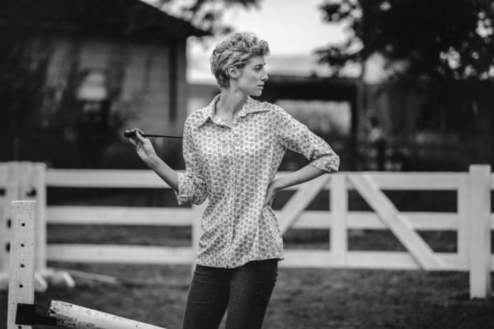 Elizabeth-Debicki-Interpreta-Sra.-G-1024x682 The Tale   Filme protagonizado por Laura Dern estreia em agosto na HBO