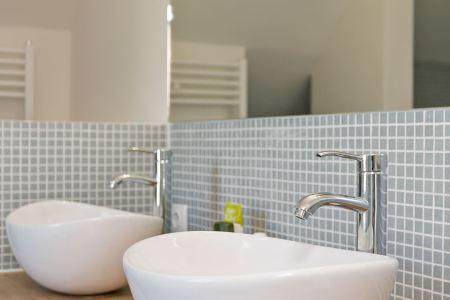 zilvergrijze voeg badkamer » Huis inrichten 2019 | Huis inrichten