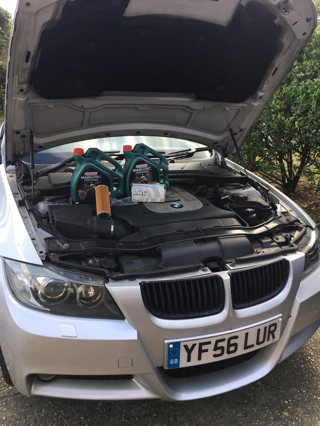 335d with bonnet up and two 4l bottles of Castrol Magnatec 5W-30 LL-04