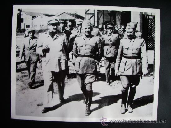 Fotografía antigua: 1937- GUERRA CIVIL ESPAÑA. FRANCO EN REINOSA.SANTANDER.GENERAL DÁVILA. FOTO ORIGINAL. 21,5x16,5 cm - Foto 1 - 30163637