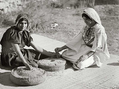 arab_women_hand_mill