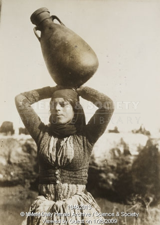bedouin-woman-carrying-water-1925