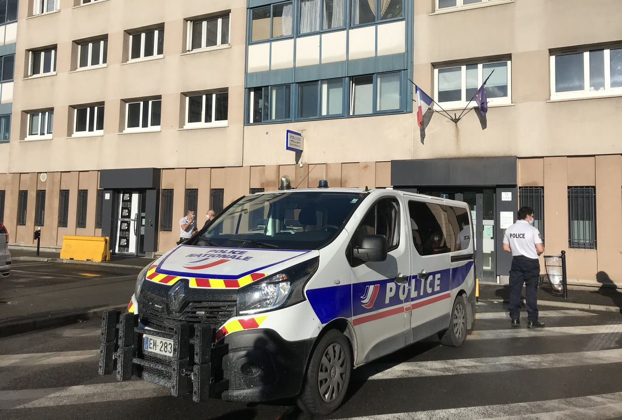 Un commissariat du Val-de-Marne attaqué à coups de mortier d'artifices