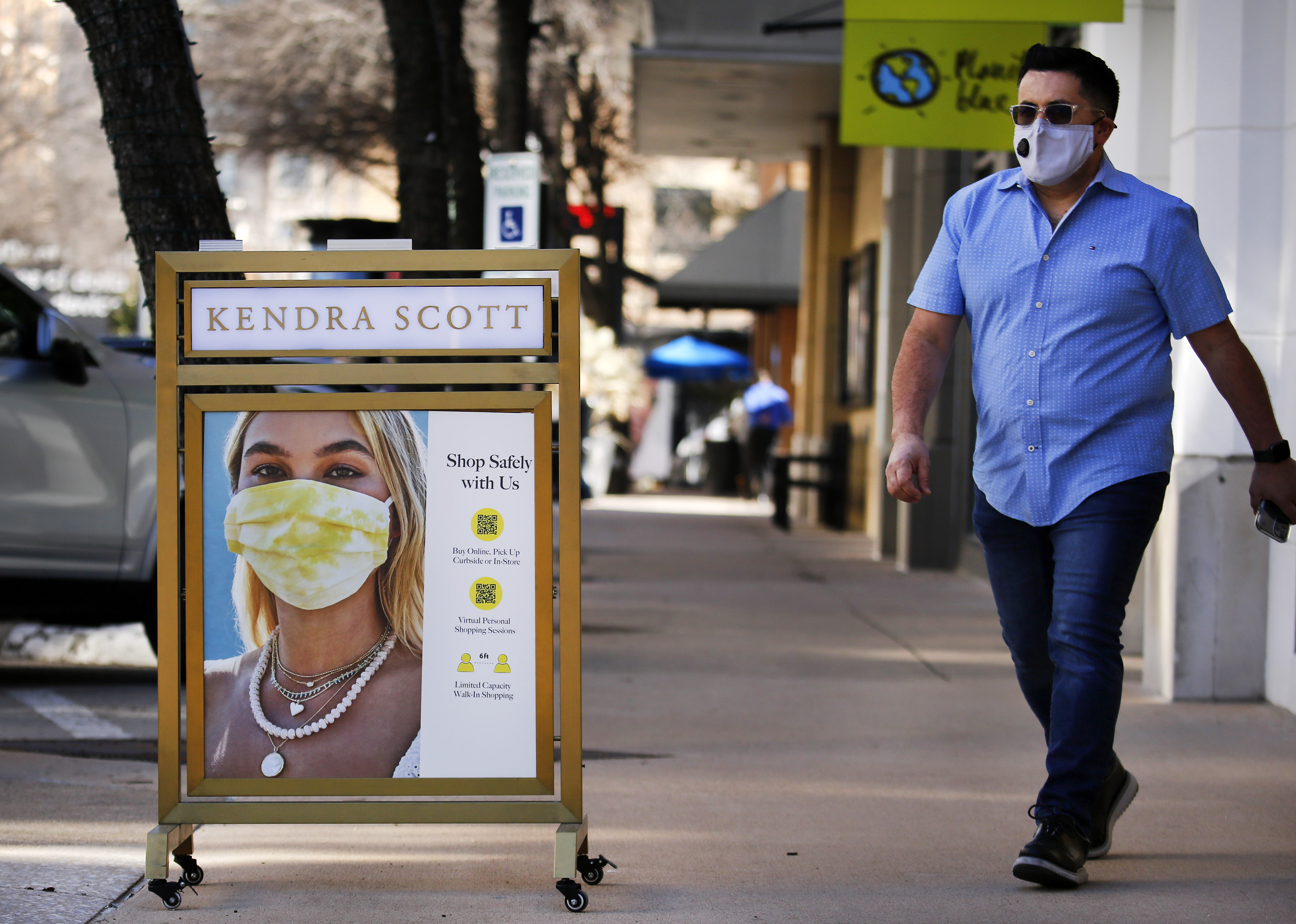 https www dallasnews com business local companies 2021 03 03 do i still have to wear a mask d fw stores and businesses scramble after repeal of covid 19 restrictions