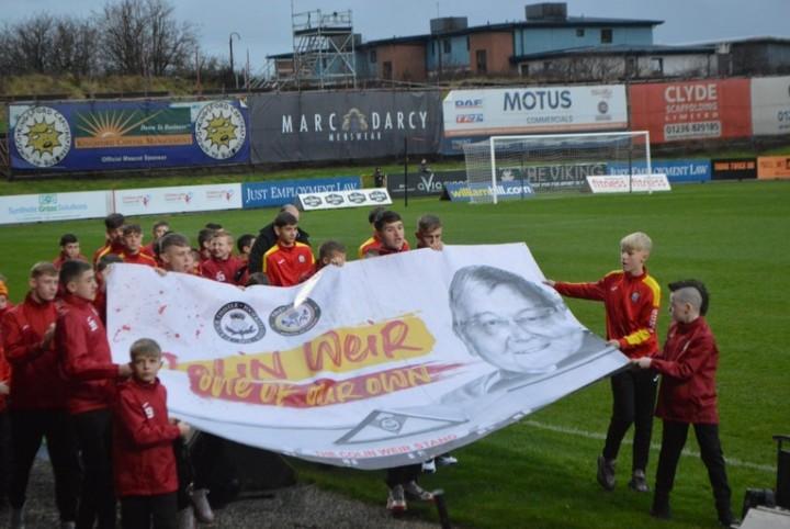 Uno de los homenajes del club Partick Thistle tras la muerte de Colin Weir. Foto: @ThistleMascot