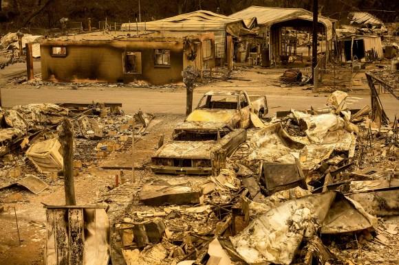 La destrucción fue total en algunos sitios (AP/Noah Berger)