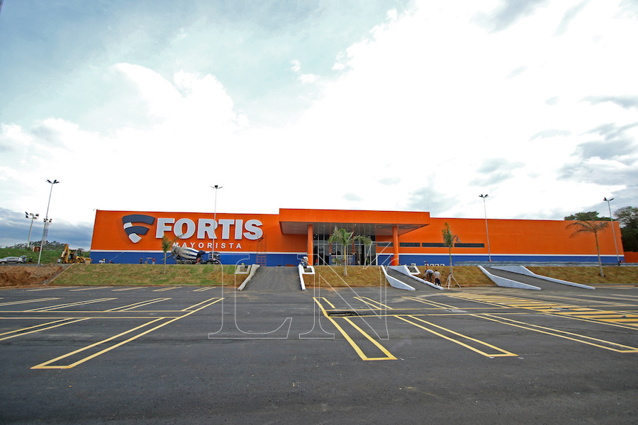 La nueva sucursal está ubicada sobre la avenida Eusebio Ayala Km 4,5 (Jockey Club) con una imponente infraestructura. Foto: Fernando Riveros.