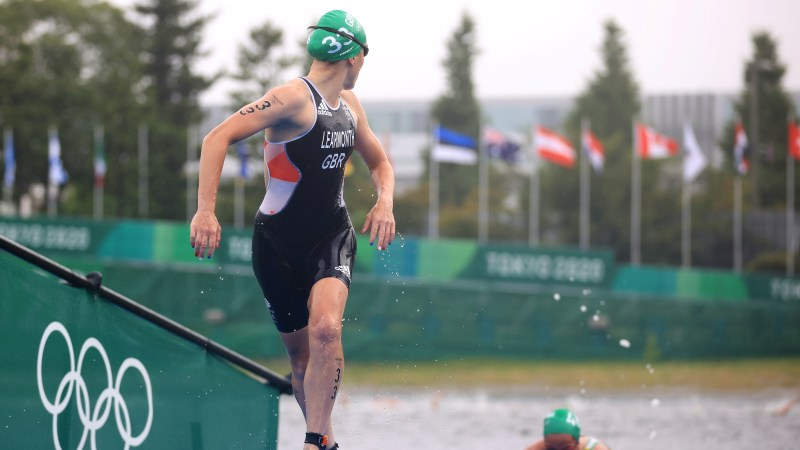Tokyo 2020 Olympics - Triathlon - Women's Olympic Distance - Final - Odaiba Marine Park, Tokyo, Japan July 27, 2021. Jessica Learmonth of Britain in action. REUTERS/Hannah Mckay