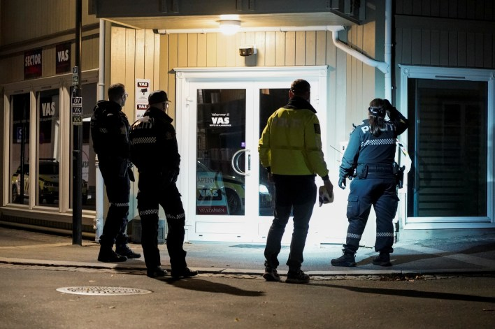 Police officers investigate after several people were killed and others were injured by a man using a bow and arrows to carry out attacks, in Kongsberg, Norway, October 13, 2021. Terje Pedersen/NTB/via REUTERS