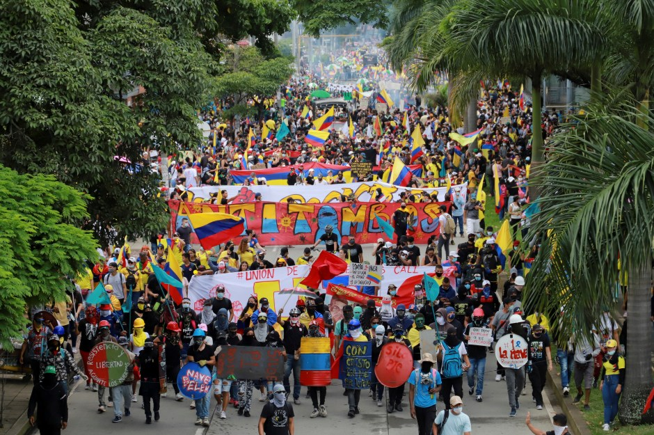People take part in a protest demanding government action to tackle poverty, police violence and inequalities in healthcare and education systems, in Cali, Colombia May 28, 2021. REUTERS/Juan B Diaz