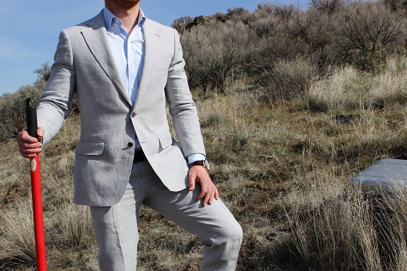 """The Suit Of The Summer? Suitsupply's New """"York Fit"""" In Linen"""