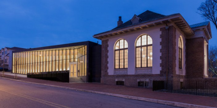Press kit | 2570-01 - Press release | New York Public Library Stapleton Branch - Renovation and Expansion - Andrew Berman Architect - Institutional Architecture - Exterior view at night<br> - Photo credit: Naho Kubota