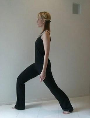 Easy Yoga stretch lunge