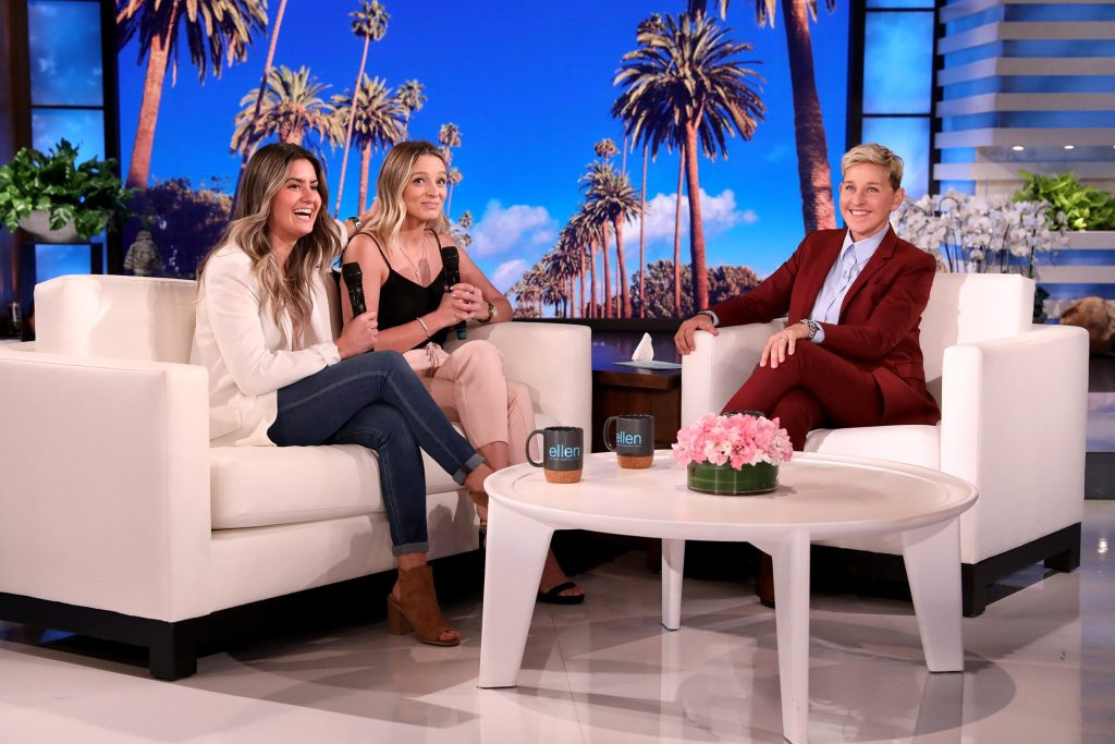 30801502 8526299 Amber Heard right in Los Angeles with assistant Kate James left a 1 1594832114048 11