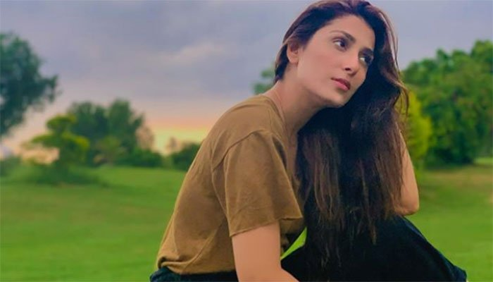 710008 5078155 Ayeza Khan golf updates