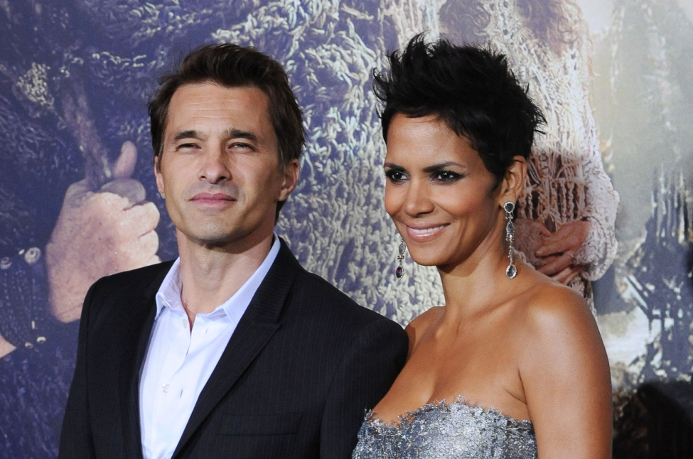 Halle Berry Olivier Martinez to put divorce on hold