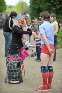 Lâcher de clowns au près-la-rose 5 mai 2013 jfl015