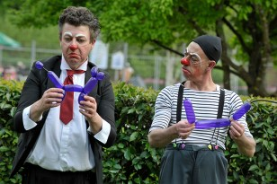 Lâcher de clowns au près-la-rose 5 mai 2013 jfl043