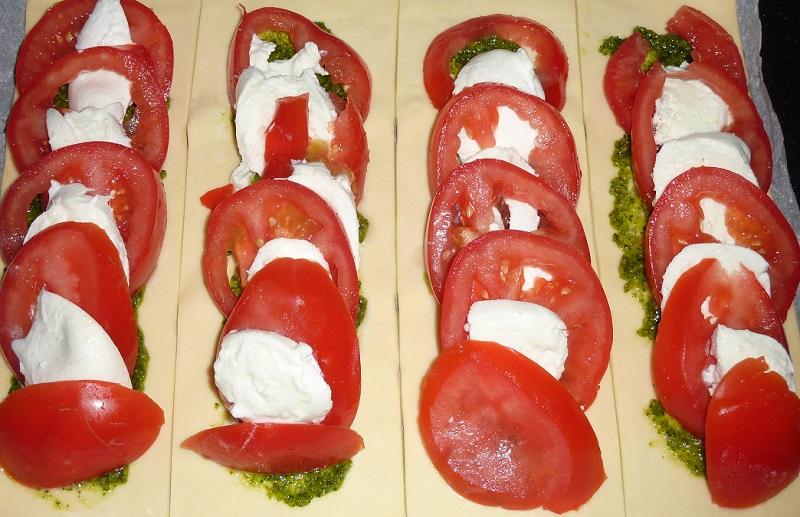 Tarte fine tomate mozza - recette tarte tomate mozza - recette tarte tomates mozzarella - recette tarte fine - recette tarte salee 1