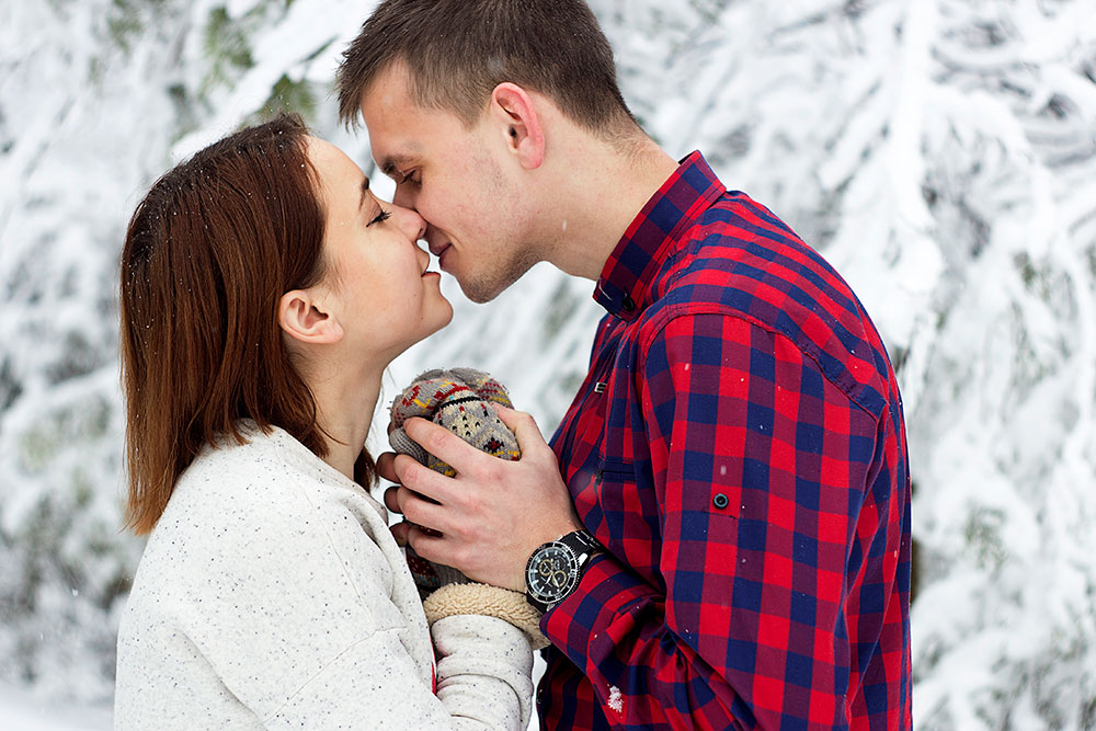 25 Questions to Ignite Intimacy This Christmas