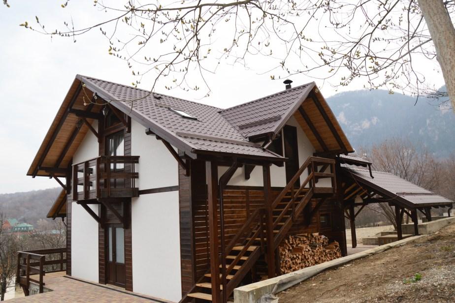 Домик с баней и двухкомнатными апартаментами в мини-гостинице Вершина в Гуамке