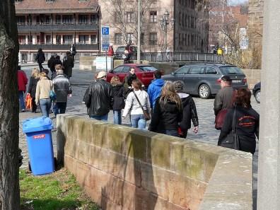 Da wandern sie durch Nürnberg