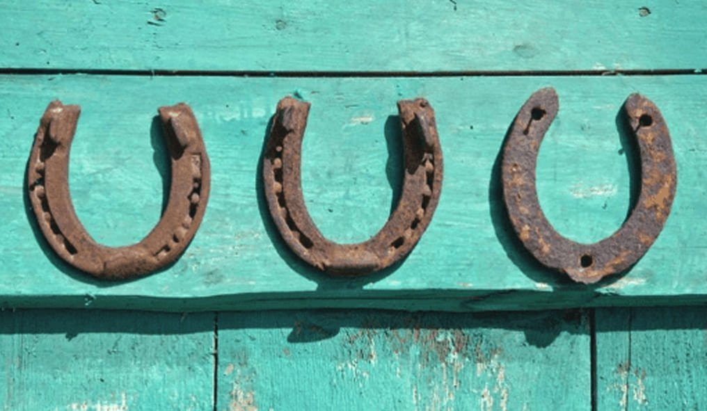 Thee Horseshoes and luck