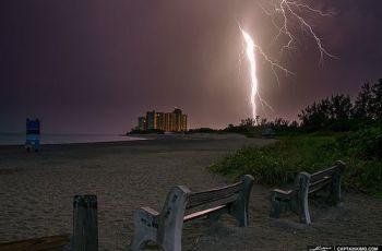 Florida-Lightning-Storm-at-Jupiter-Beach -Inlet-Park, por Kim Seng