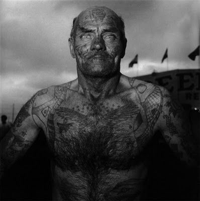 Hombre tatuado del Carnaval o Circo