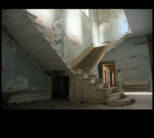 The famous staircase; St. John's Hospital (Lincolnshire County Pauper Lunatic Asylum), Bracebridge Heath, por Lplatebigcheese