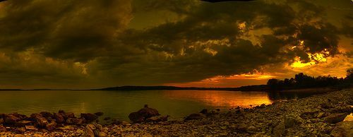 lake sunset panorama, por David DeHetre