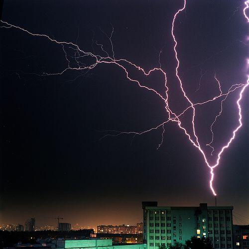 Night electric Pişmaniye, por Anton Novoselov