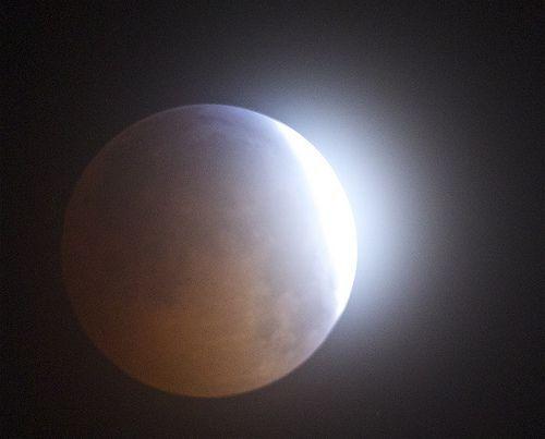 eclipse flare decemeber 21 2010, por David DeHetre