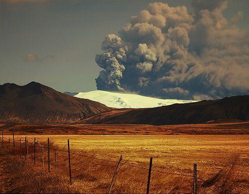 Eyjafjallajökull at 15.10 GMT 174 2010, por Sverrir Thorolfsson