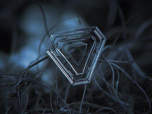 Almost triangle (print version), por Alexey Kljatov