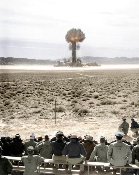 Explosión atómica en Nevada, sitio de prueba, 1957, por HansLucifer