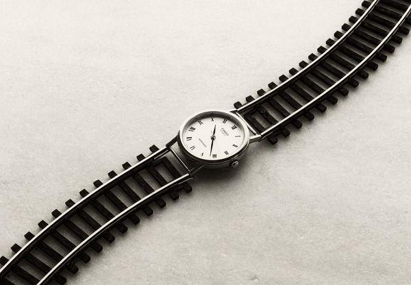 Reloj-via de tren de Chema Madoz