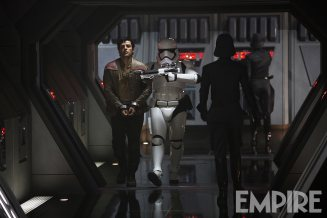A new Poe Dameron image from Empire. This looks to be part of the scene we saw filmed in SDCC's behind-the-scenes reel.