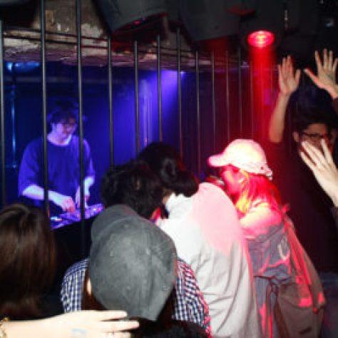 【大阪クラブ】アルザル大阪 - クラブALZARは大阪の人気のクラブ、テクノやハウス、4つ打ち中心の音箱として人気、初心者にもおすすめCLUB