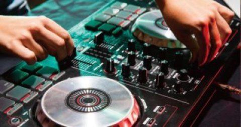 【渋谷クラブ】T MUSIC BARの「設備」や「コンテンツ」、「シーシャ」「DJリクエスト」「ビリヤード」「ダーツ」を楽しめる他「借り切りパーティー」や「誕生日プラン」等も行っています。渋谷のクラブTK渋谷の会場を利用したDJBAR、エンタメスポットです。
