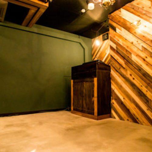 【神楽坂クラブ】KGRNは神楽坂にあるクラブ、ラウンジ。昼はライブハウスとして営業。夜はDJBAR、ラウンジとして営業。キャパシティ100名の人気のクラブ。